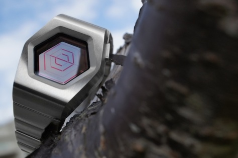 kisai_spider_transparent_lcd_watch_design_from_tokyoflash_japan_silver_red