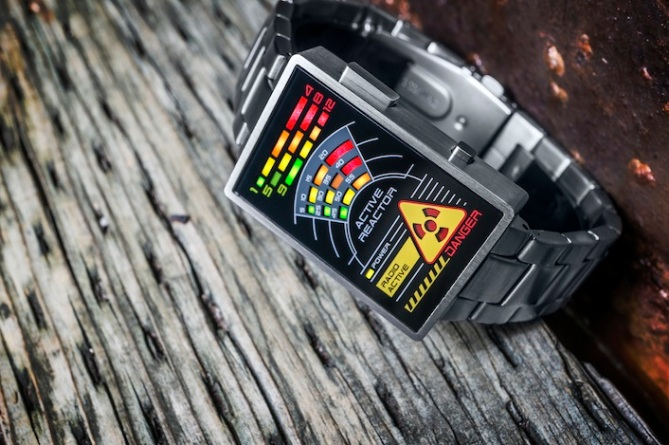 kisai_radioactive_watch_concept_to_reality_leds_on